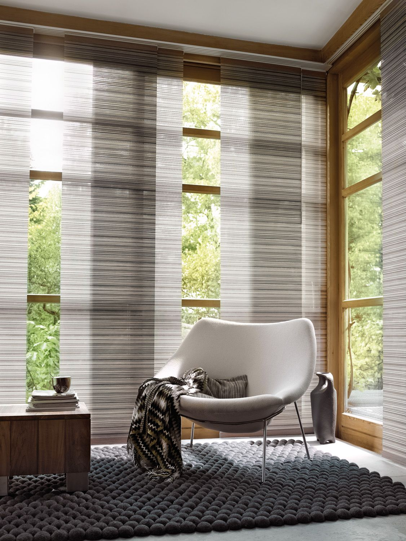 Panel Oriental Luxaflex®: una gran alternativa para decorar y cubrir tus ventanas. Se recogen lateralmente.
