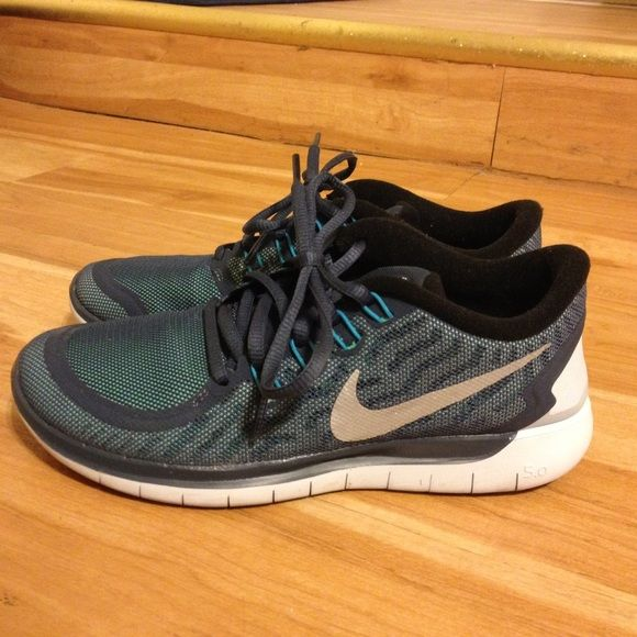 Nike Free 5.0 Flash (men sz6) Gently used- only wear about 3 times doesn't  fit. Water resistant, light reflective material for safe running at night.
