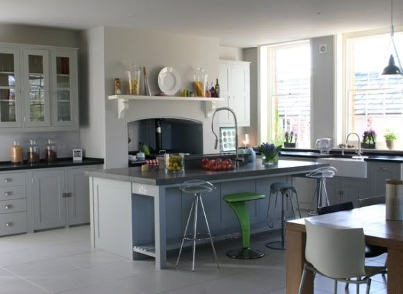 Plain English kitchen- beautiful mix of traditional and contemporary. This reminds me of a 21st century version of a kitchen in an Edwardian country house #plainenglishkitchen Plain English kitchen- beautiful mix of traditional and contemporary. This reminds me of a 21st century version of a kitchen in an Edwardian country house #plainenglishkitchen