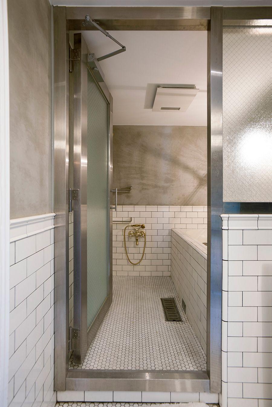 サブウェイタイルとモルタルの組み合わせがかっこいいバスルーム