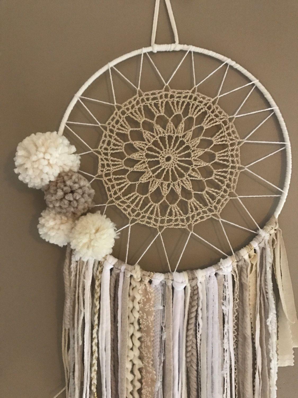 attrape r ves dreamcatcher boho chic pompons dreamcatcher pinterest. Black Bedroom Furniture Sets. Home Design Ideas