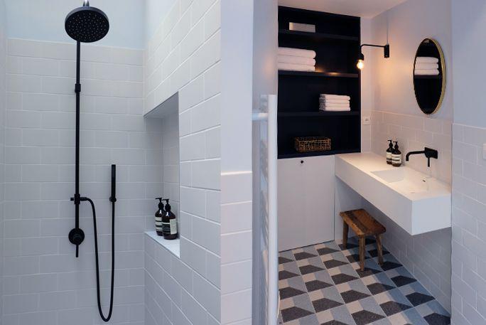 Salle de bain bathroom douche sous verrière shower black tape - joint noir salle de bain