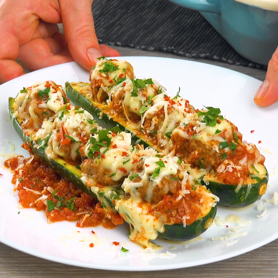 filled zucchini boats -  In this recipe we fill zucchini with spicy meatballs and gratinate with ch