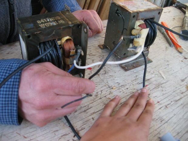 build a microwave transformer homemade stick arc welder microwave rh pinterest co uk Transformer Wiring Diagram Battery Charger Wiring Up a Transformer