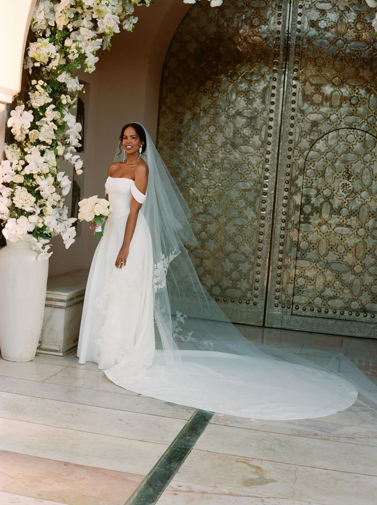Pin By Petroula Savoulidou On All About The Bride Celebrity Wedding Dresses Moroccan Wedding Wedding Dresses Vera Wang [ 1712 x 1280 Pixel ]