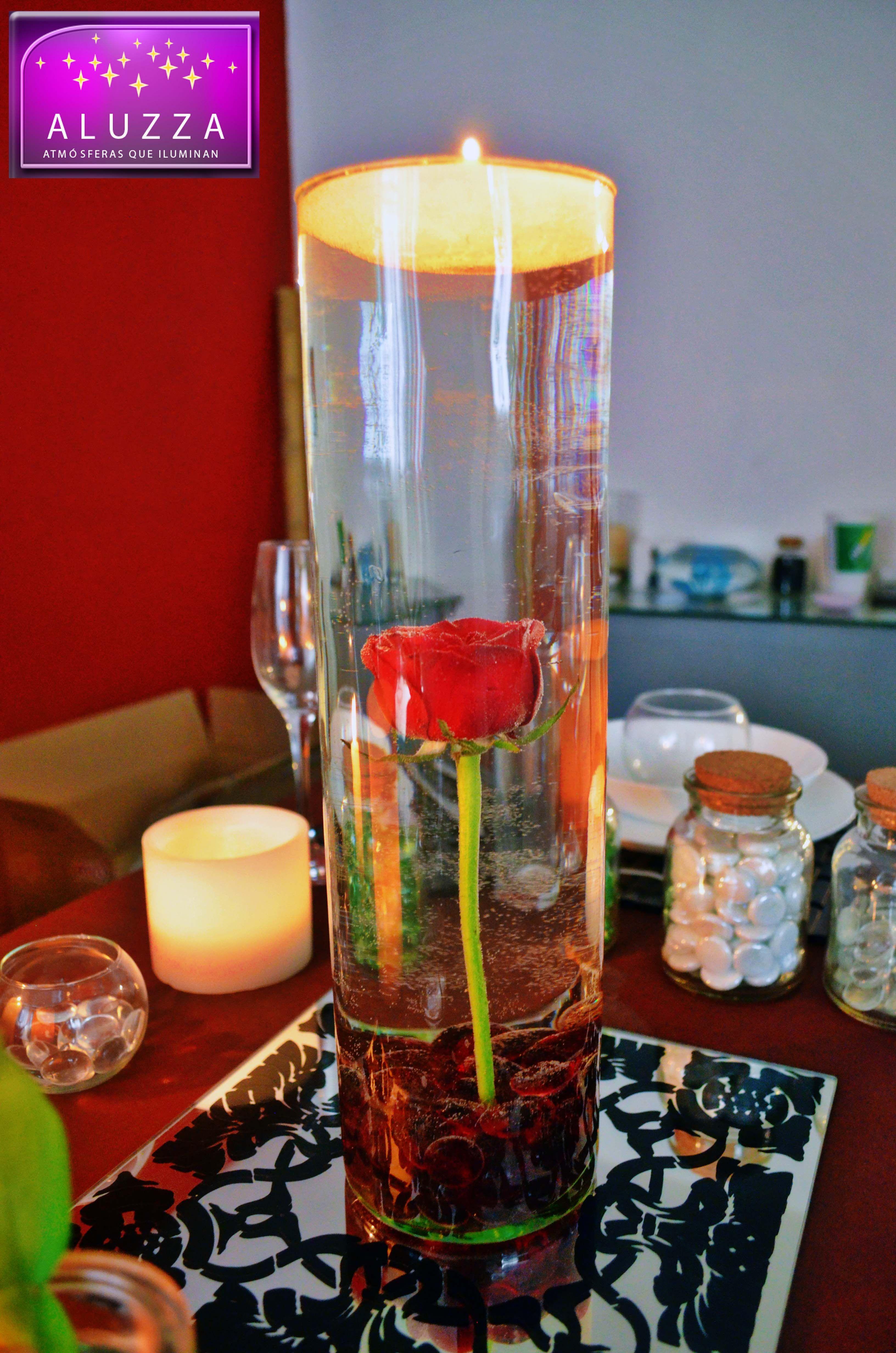 centro de mesa de cilindro de vidrio con gema color rojo y