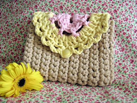 Knitted lemon yellow\pink\beige small romantic clutch looks very nice and womanly! Remind of the spring and summer... Looks as good with jeans