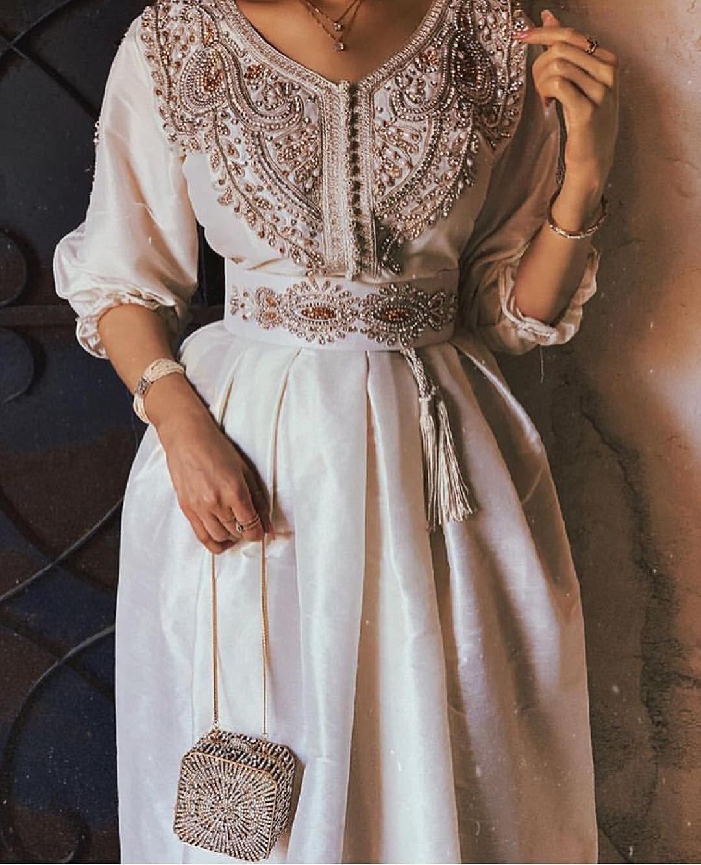 اللي تحب هالاستايلات الذربه مرره حلويين و انيقين اكسسوارت مطلية ذهب تصميم الماسات لايفوتكم اسع Fashion Dress Party Arab Fashion Fashion