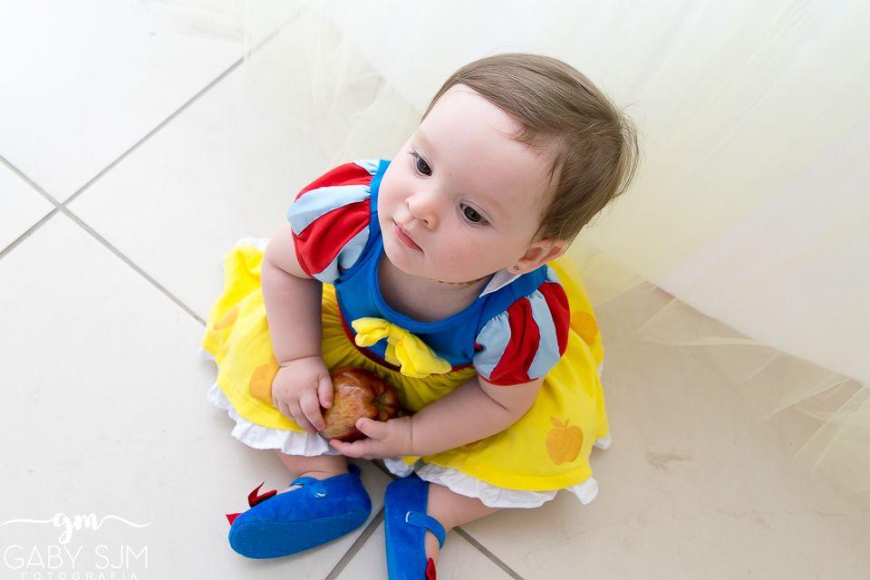 Branca de neve, não coma a maçã! Ah, essa pode foi a mamãe que deu...  Fotos do aniversário de 1 aninho da boneca da Mari!! Que linda essa Branca de Neve. Tudo feito com carinho pela mamãe Ana!