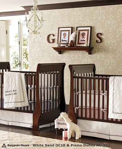 Nursery J Adore Les Teintes Neutre Avec Le Bois Fonce Des Meubles