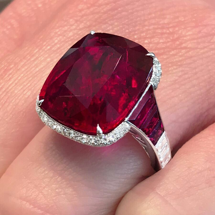 Over 21 Carats Cushioncut Vivid Redruby From Thailand And Set In 18k White Gold Martinkatzjewels Ruby Jewelry Beautiful Jewelry Jewels