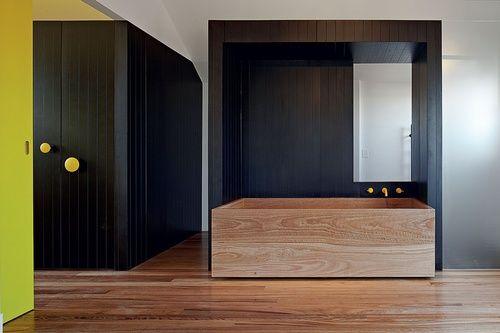 custom-made blackbutt bath: melbourne residence fraser marsden, residence via: urbismagazine