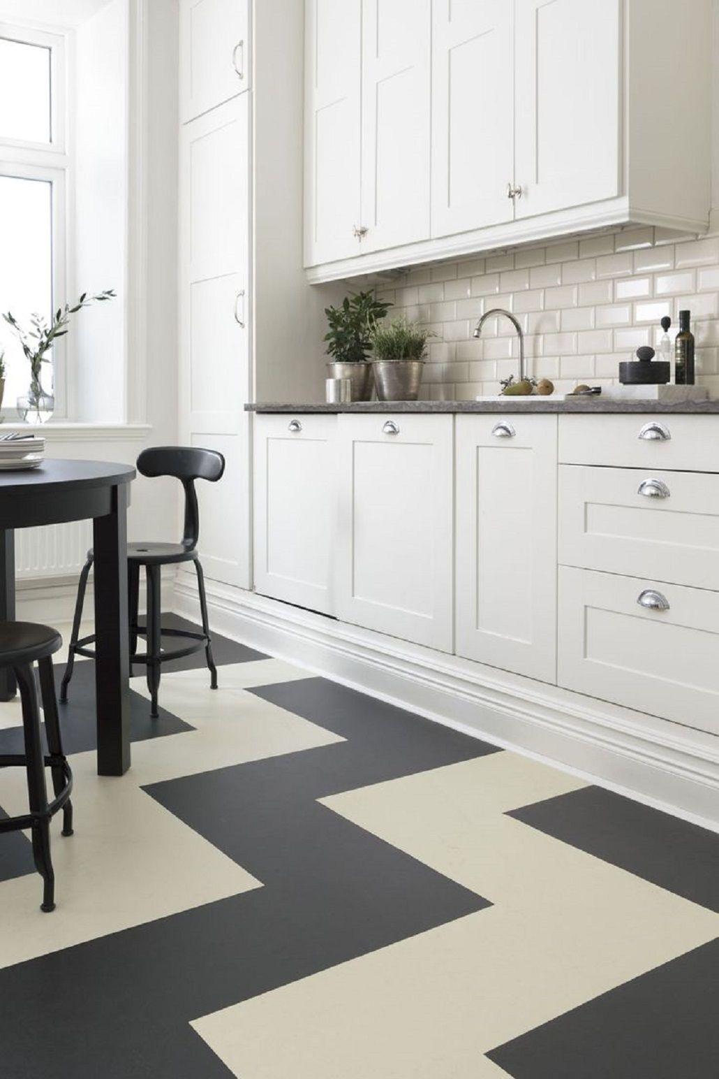 Linoleum Bodenbelag in der Küche - Malerei Küche Stühle ist ein
