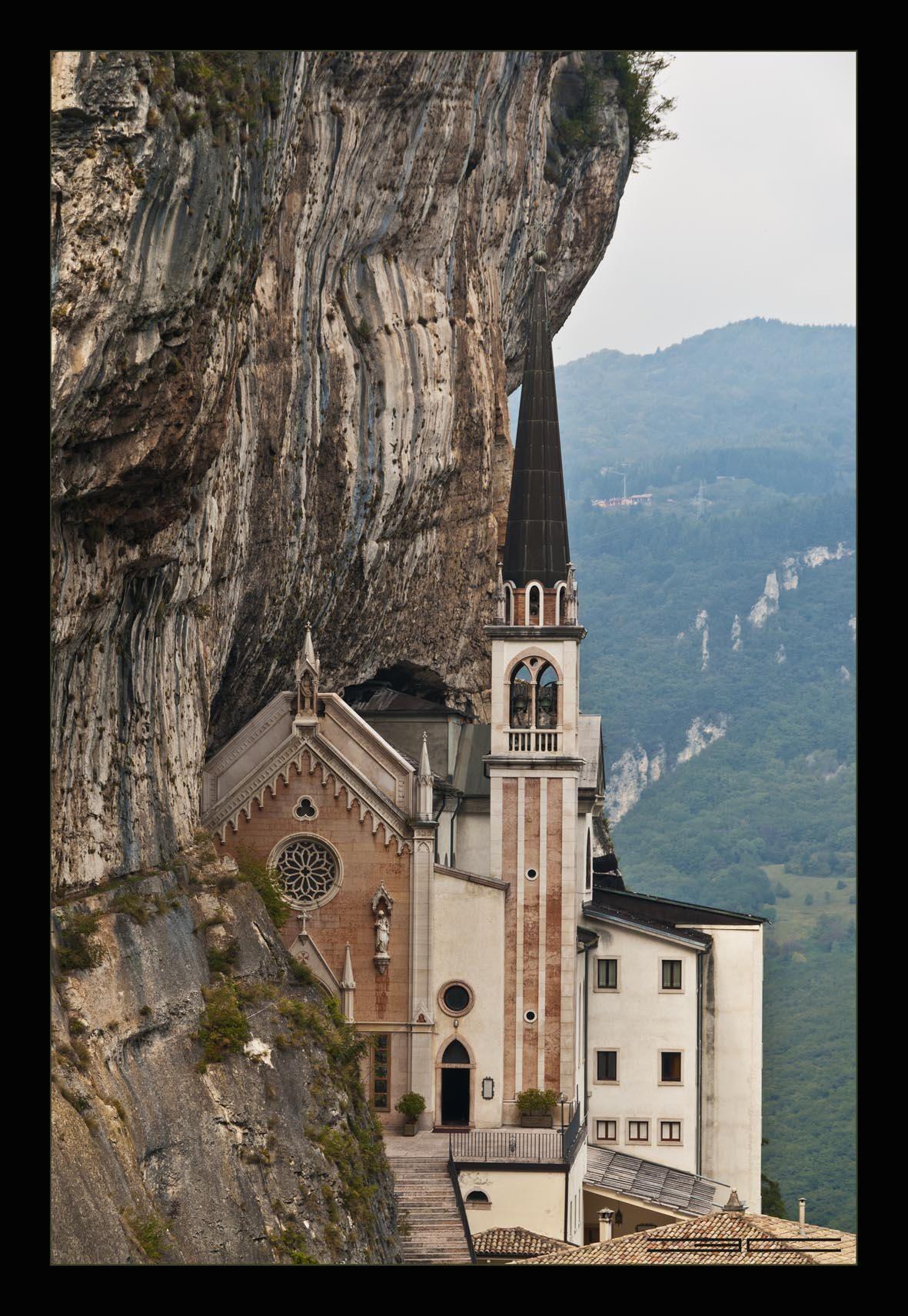 Santuario madonna della corona vi ferrara di monte for Santuario madonna della corona