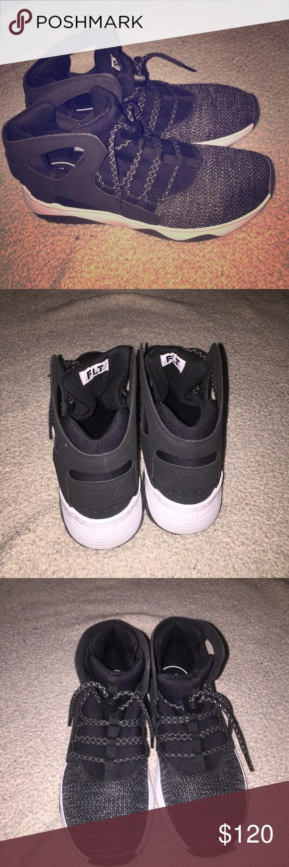 Black nikes, Worn, Nike