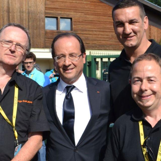 French President, François Hollande, congratulating Orange Events technical team. Tour de France 2012 #tdf