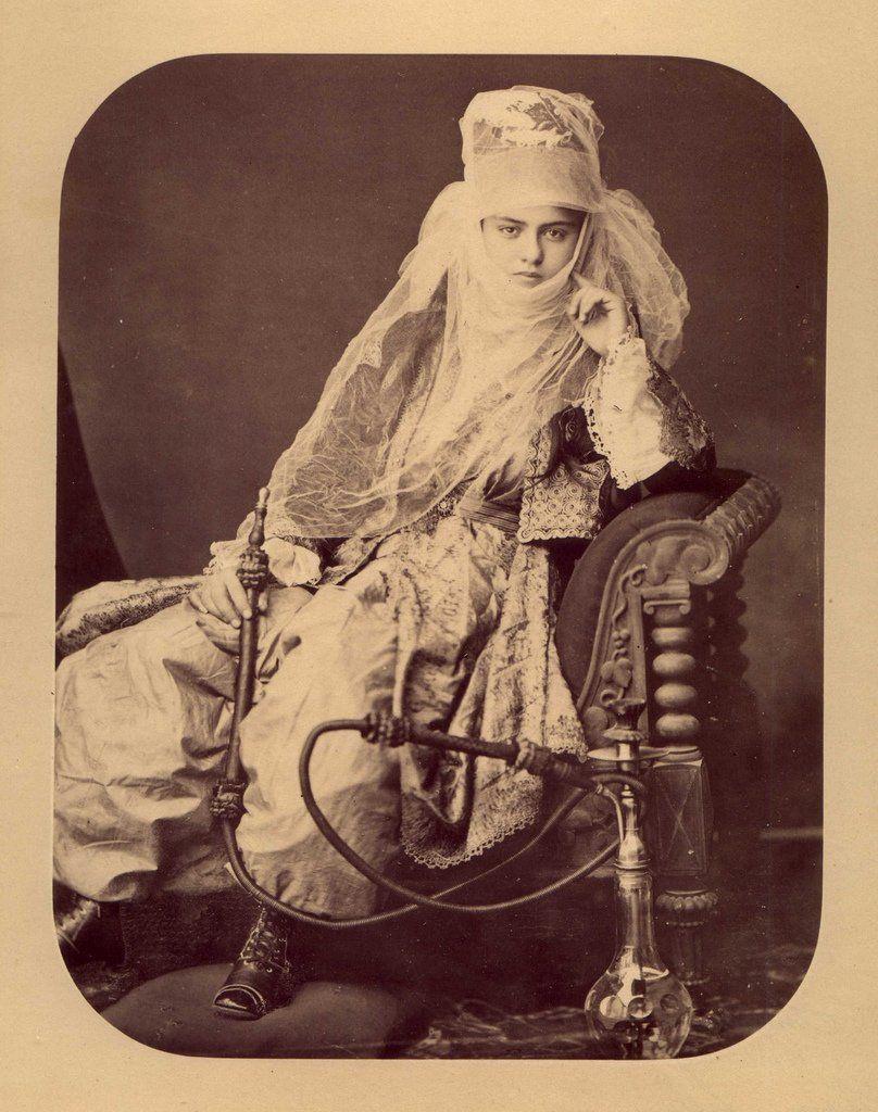 """民族衣装bot on Twitter: """"1870年頃、トルコ、イスタンブールで写真スタジオを営んでいたPascal Sébahによって撮影された水タバコを手にした女性の写真。 https://t.co/MBBr75xR0m"""""""