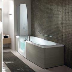 Photo of Badewanne mit tür und fugenlose wände moderne badezimmer von bad campioni modern | homify