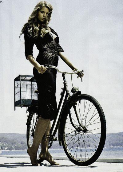 ♂ Girl and her bike