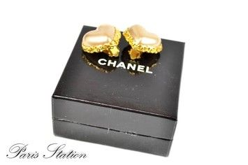 Authentic Chanel Vintage Gold Plated Pearl Heart Clip Earrings. Get the lowest price on Authentic Chanel Vintage Gold Plated Pearl Heart Clip Earrings and other fabulous designer clothing and accessories! Shop Tradesy now