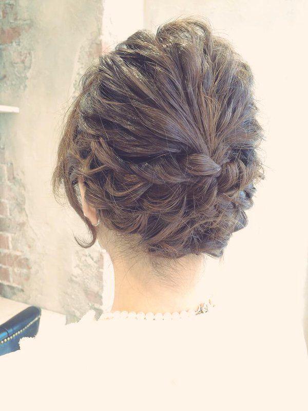 【ミディアム・ロングさんに】お呼ばれ結婚式は大人フェミニンで!甘め上品なヘアアレンジ◎のTweet | ギャザリー