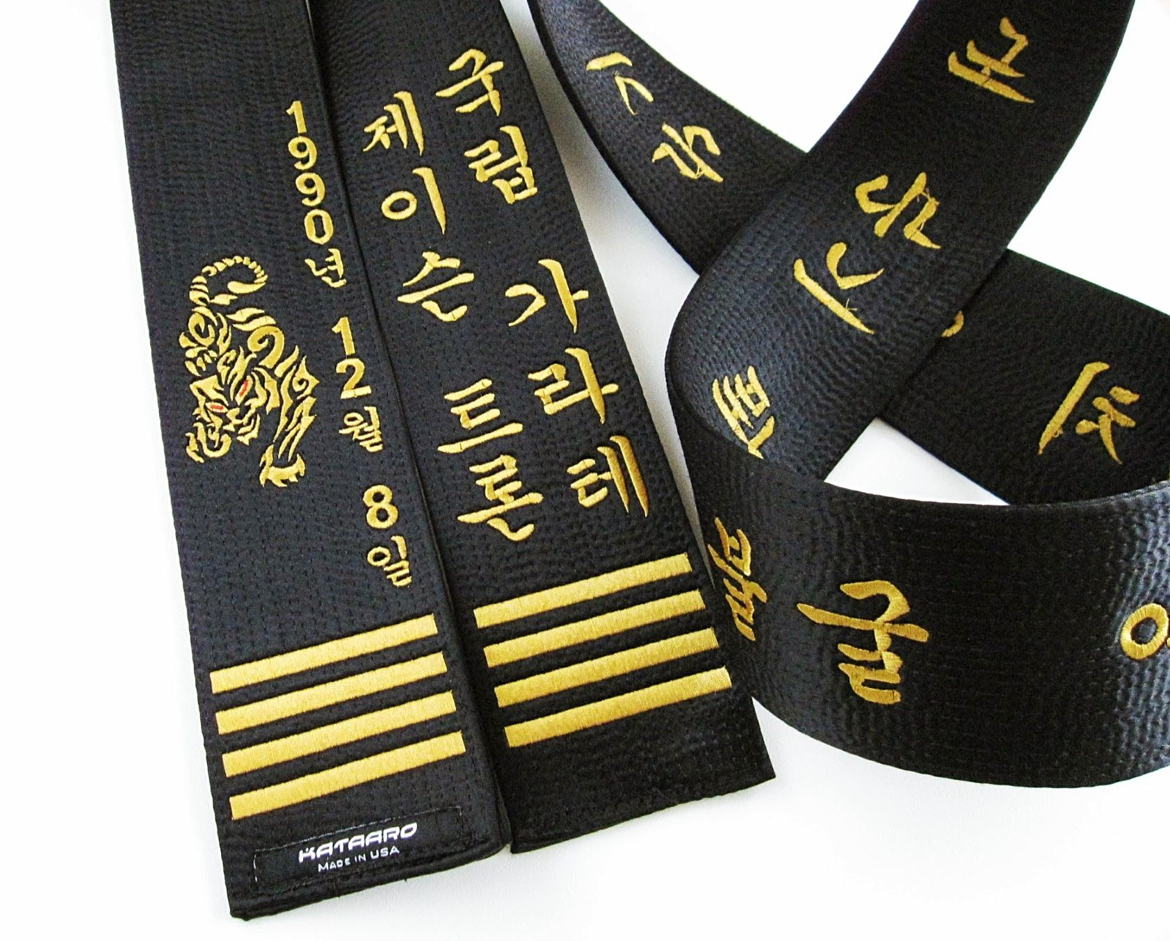 how to put on a taekwondo belt