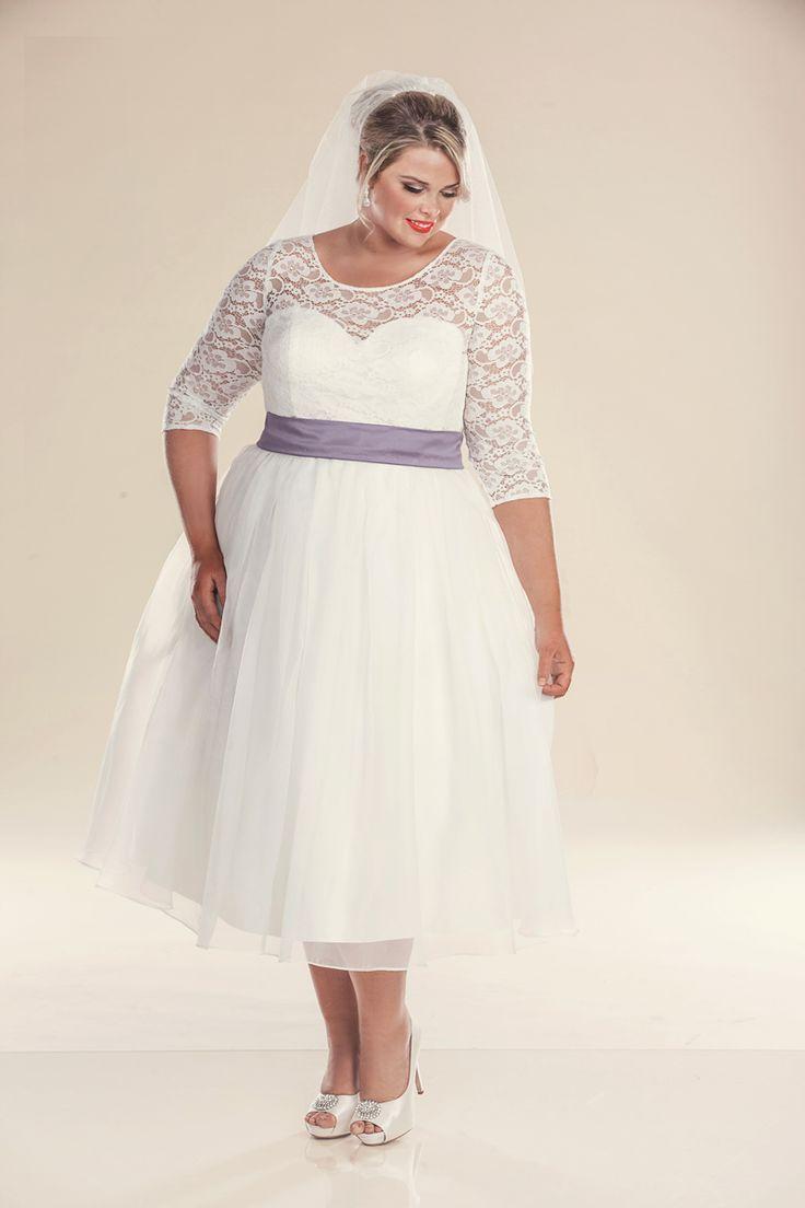 Retro-Brautkleid in Übergröße für 19er Jahre mit violettem Gürtel