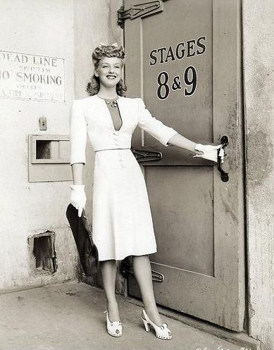 Beautiful. More great images at http://forties-fifties-sixties-love.tumblr.com/page/107