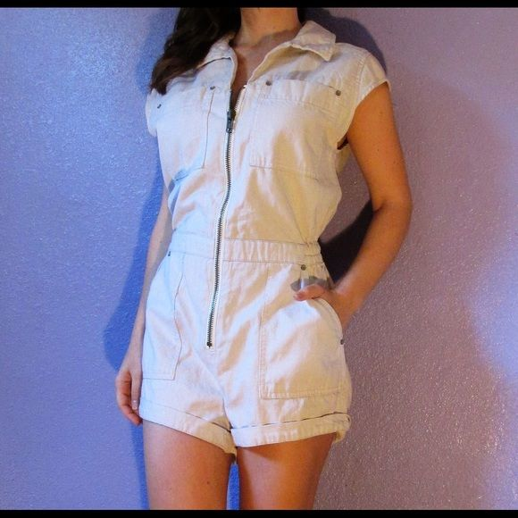 FREE PEOPLE $128 parachute romper zipper in ivory Free People parachute romper. Ivory color. 100%  cotton. A zipper down front. Elasticized waist. Size XS. Underarm to underarm 18 inches, across the waist 14, hip 16, shoulder to bottom 29. Gently worn. Excellent condition.  Super cute!!!! Free People Shorts