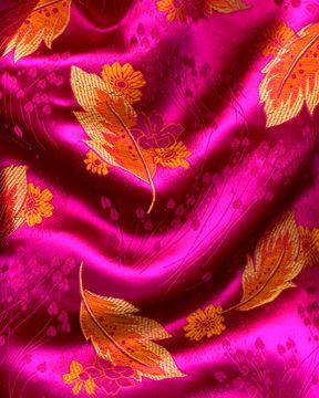 Pink Design 63 100/% Cotton Prints Dress Craft Fabric 160cm @ £3.99 per mtr.