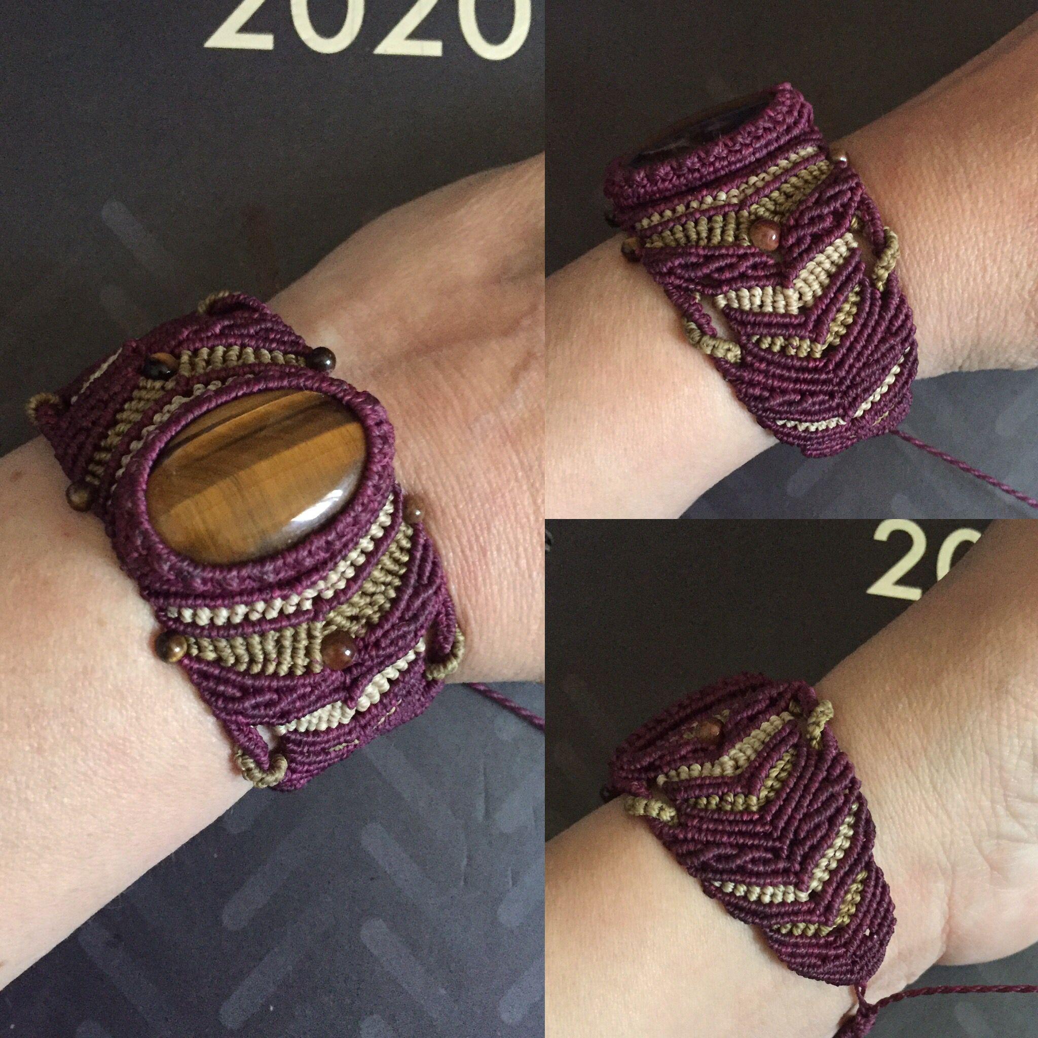 Bracelet avec cabochon et perles assorties en oeil de tigre #magicarocreation #macrame #micromacrame #macramejewelry