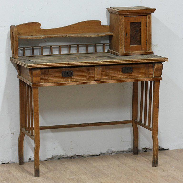 Старинный письменный стол. Цена 14,000р. Резерв через ...