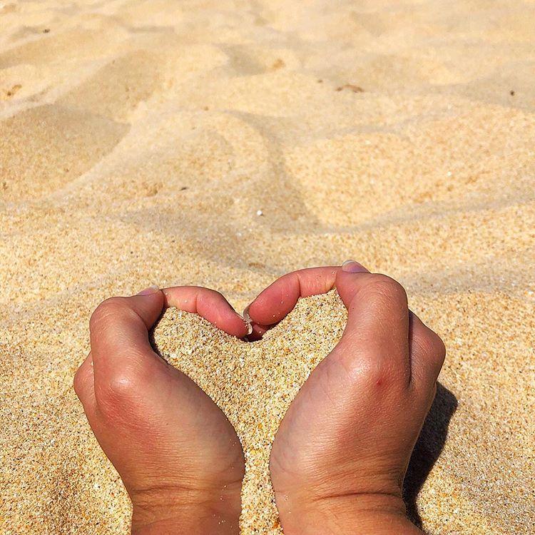 Amor de verão praia 🧡 ⠀⠀ #summervibes #summer2019 #summerfeeling #summerholidays #summerlife #summergoals #summerlove #nofeminino…