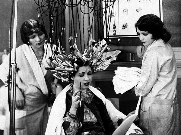 This Is What Beauty Treatments Looked Like In The 1900 S With