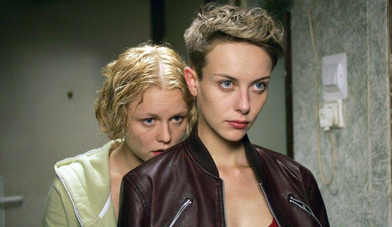 ANARCHIE GIRLS - den deutschen Filmtrailer gibt's unter https://queer-stars.de/anarchie-girls/?utm_source=PN&utm_keyword=6715&utm_medium=queerstarsde&utm_type=redirect&utm_campaign=autopost%2BQueer-Stars.de !  #Anarchie #Familie #Litauen #Marmelade #Tante #Vilnius #DVD #FSK12 #Lesbisch #Metro #Spielfilm #QueerStars #QueerCinema #Queer #GayMovies #GayThemed #LGBT #LGBTQ