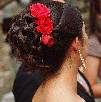 Summer Bride Hairstyle With Bright Red Flowers Indian