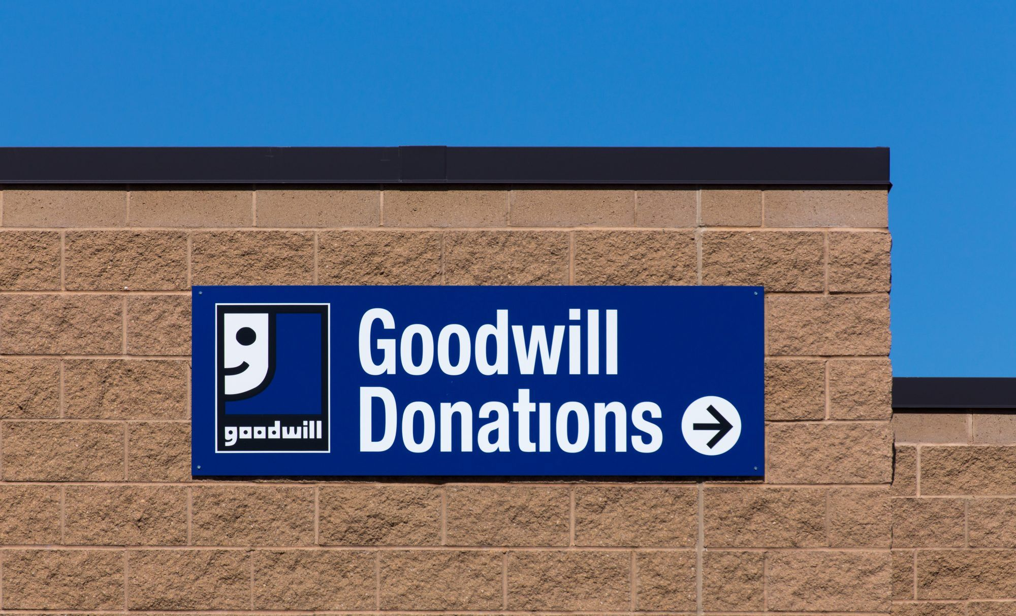 Donating Furniture Charity Organization That Will Pick Up Your Stuff Donate Furniture Charity Organizations Goodwill Furniture