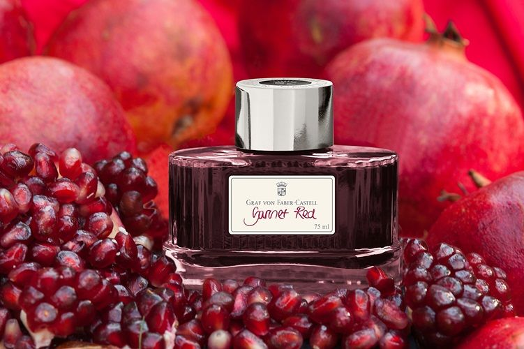GARNET RED The ink is available in an attractive glass with the finely fluted surface: unmistakable style of Graf von Faber-Castell