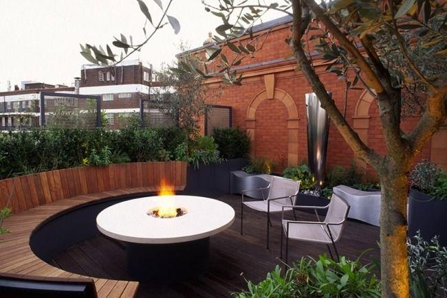 Gestaltung Dachterrassen Runde Holzbank Feuerstelle üppige ... Dachterrasse Im Ostasiatischen Stil