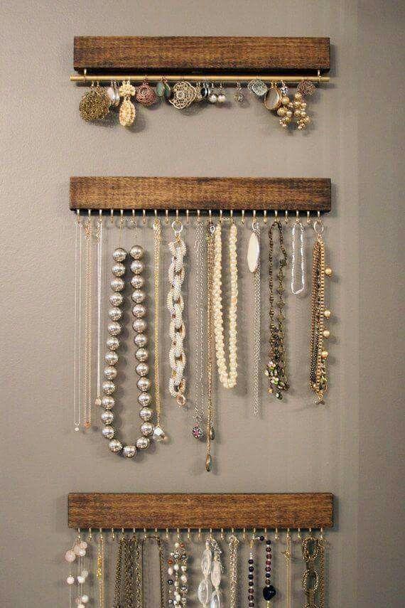 pr sentation bijoux porte bijoux pinterest rangement bijoux bijoux et rangement. Black Bedroom Furniture Sets. Home Design Ideas