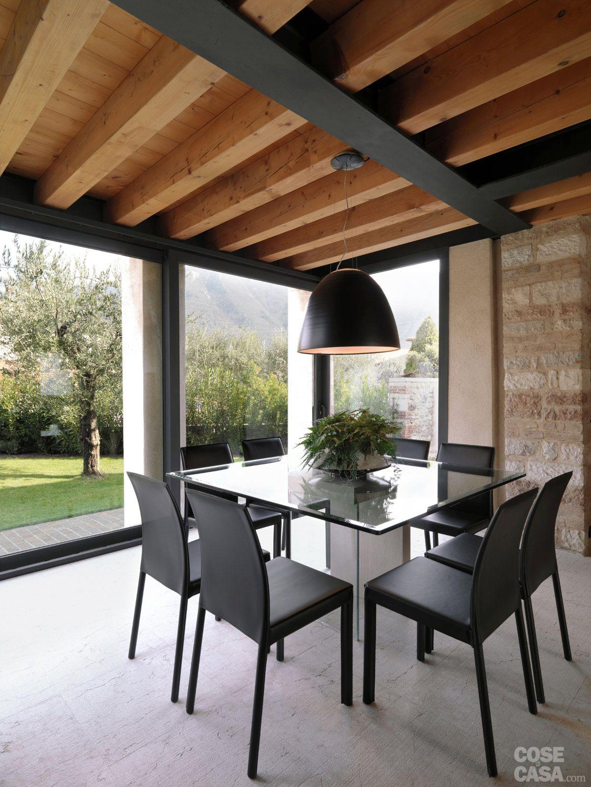 Legno e pietra a vista nella casa restaurata legno for Case in legno e pietra