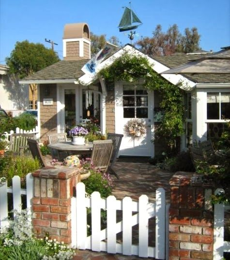 Tiny House Love -13 Small Coastal Cottages By The Sea In
