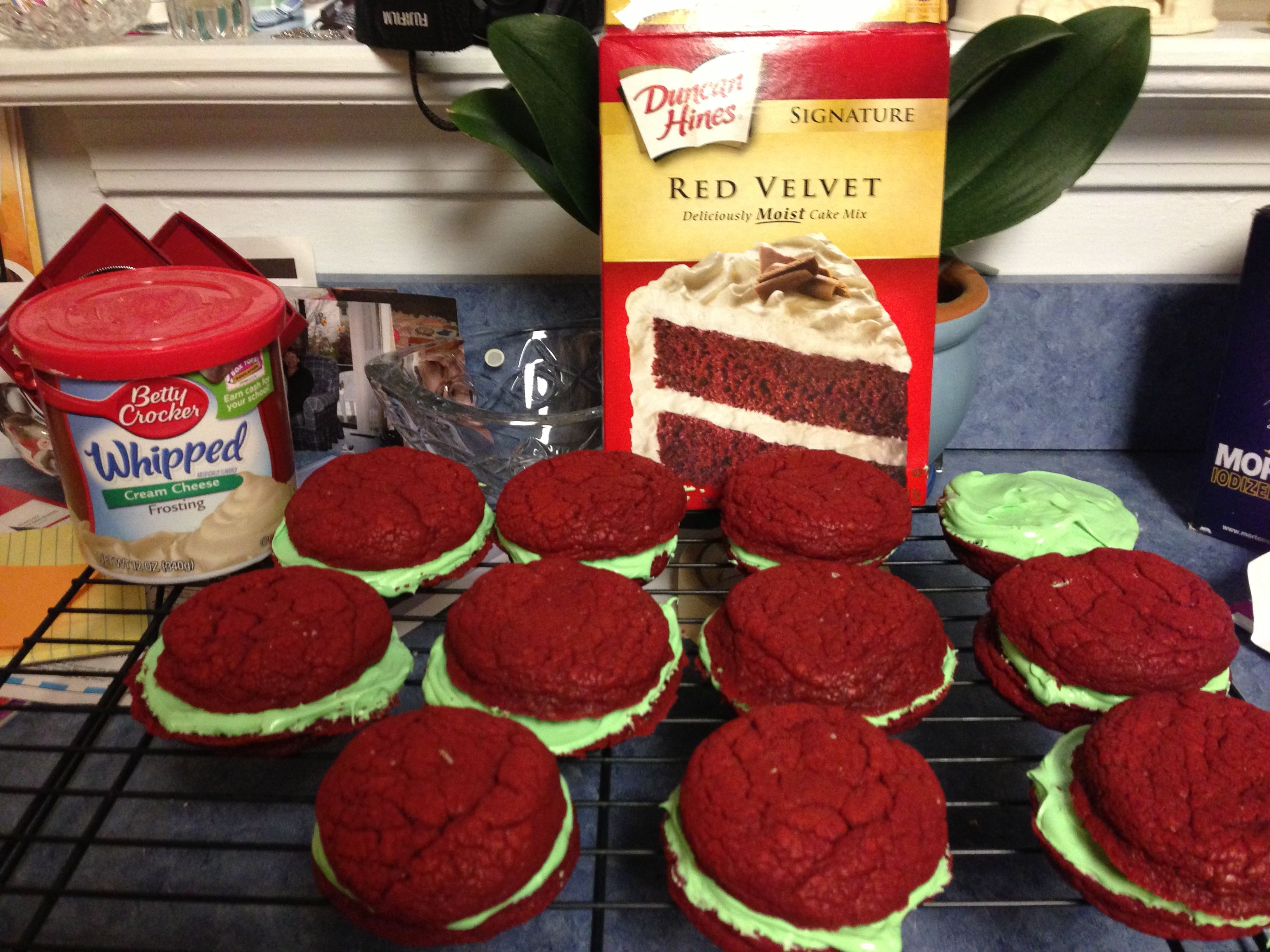 Red Velvet Cookies 1 Box Red Velvet Cake Mix 2 Eggs 1 2 Cup Vegetable Oil 1 Jar Of Cream Cheese Frosting Food Coloring Mix Ingredients Red Velvet Cookies Food Red Velvet Cake Mix