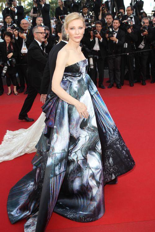 Cate Blanchett en robe Giles automne-hiver 2015-2016 et bijoux Van Cleef & Arpels
