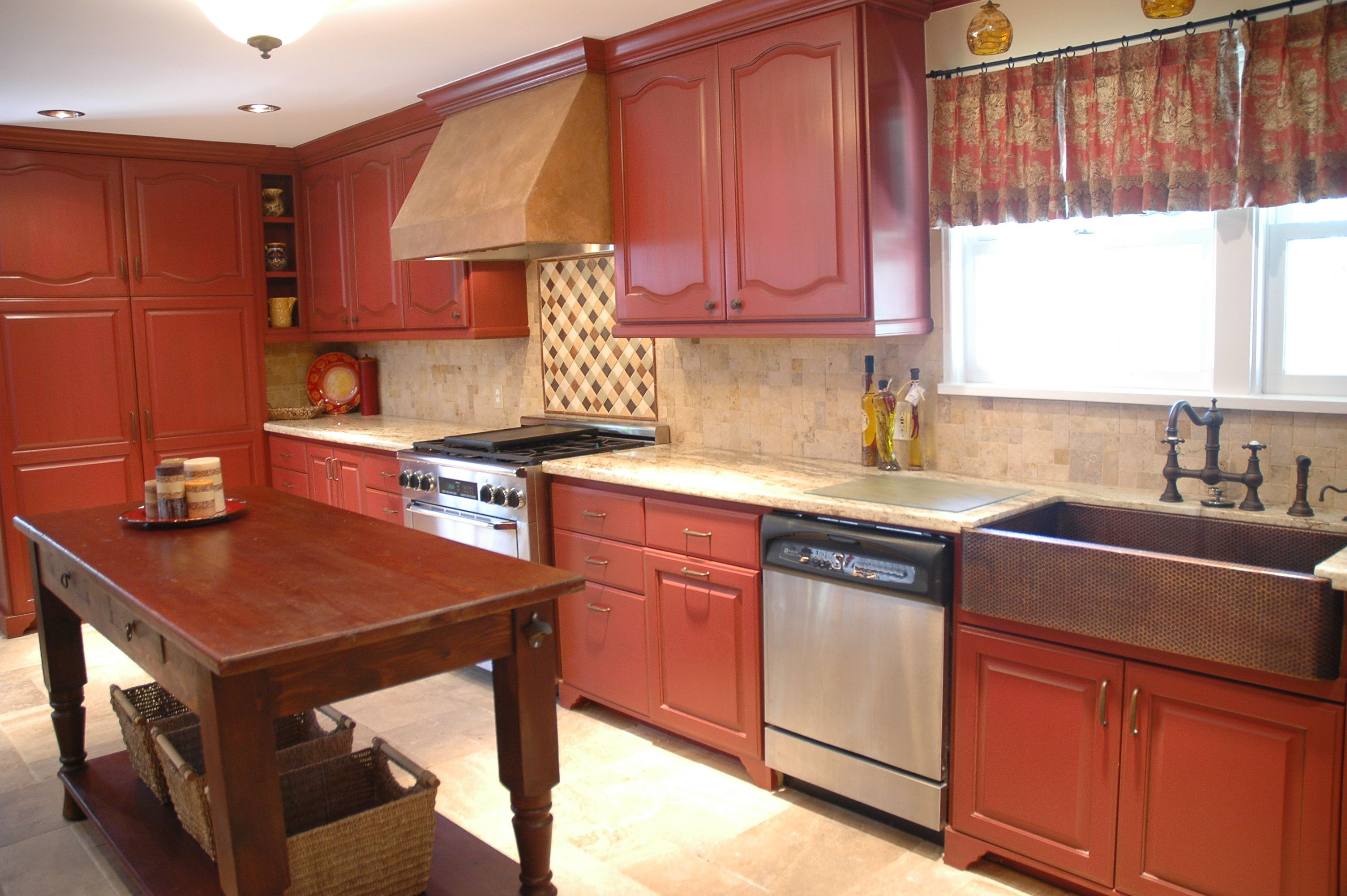 Love The Barn Red Cabinets With A Tobacco Glaze My Fabulous Faux Finisher Can Be Found At Www Guggenheimdesigns Co Tuscan Kitchen Red Cabinets Kitchen Design