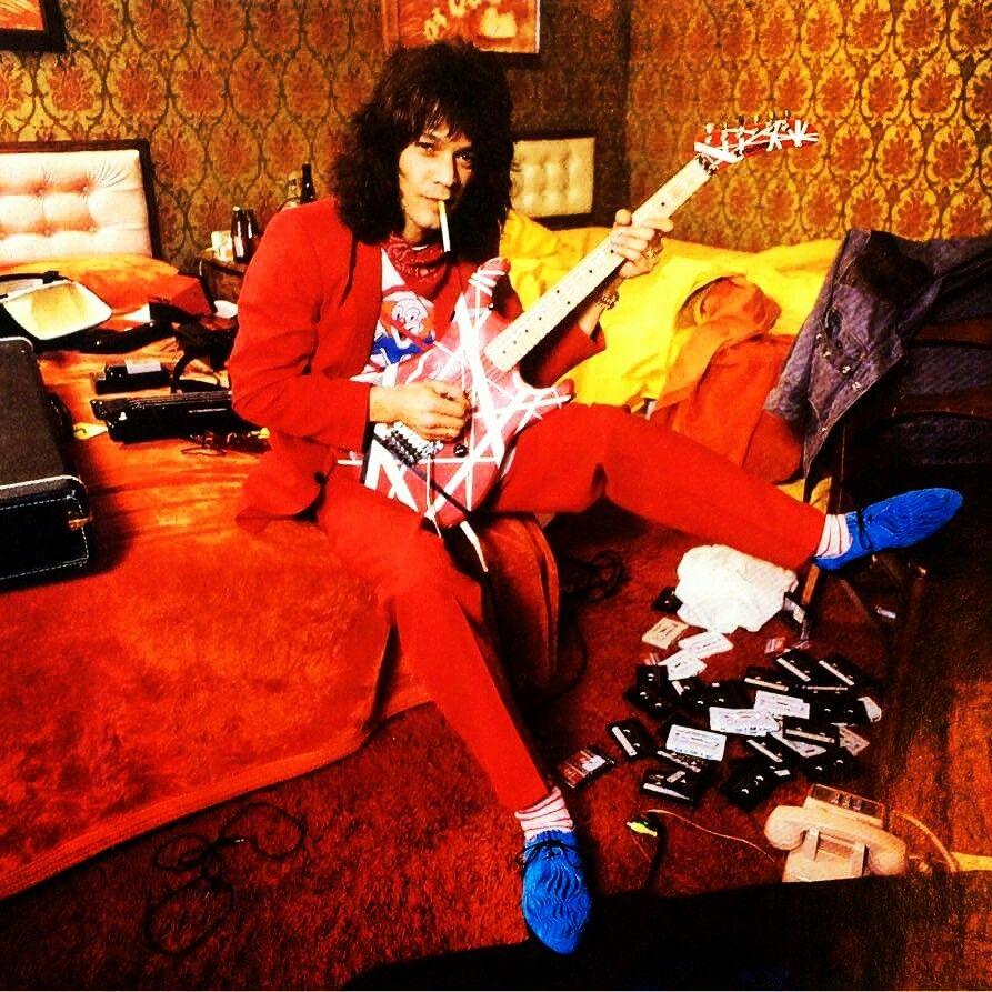 Eddie Van Halen In A Hotel Room In Cincinnati Circa 1984 Evh Eddievanhalen Alexvanhalen Diamonddave Eddie Van Halen Van Halen Michael Anthony Van Halen