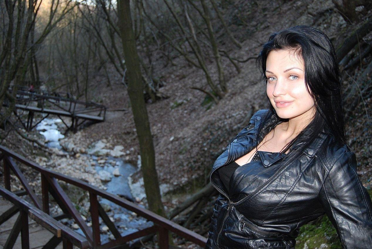 Bobbi Starr Sinn Sage Amateur Bondage Brunette