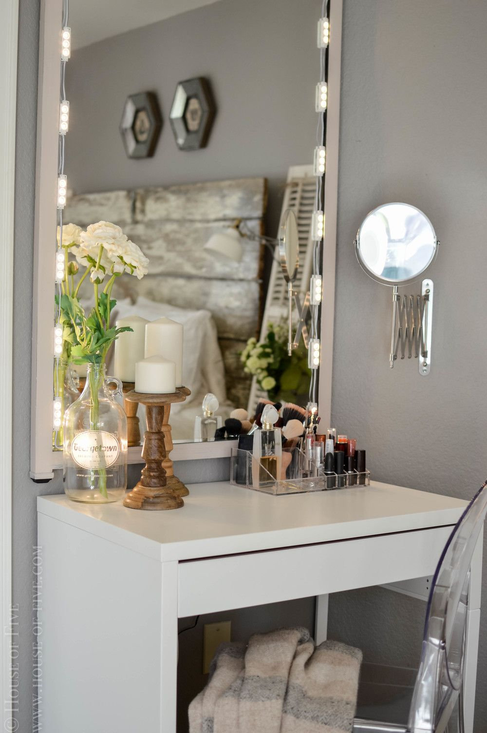 diy vanity with miroir hollywood ikea. Black Bedroom Furniture Sets. Home Design Ideas