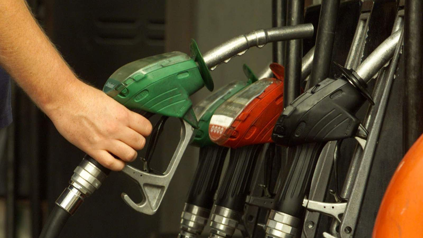 "The cost of fuel should ""fall like a stone, not a feather"" when oil prices drop, insists a government minister."