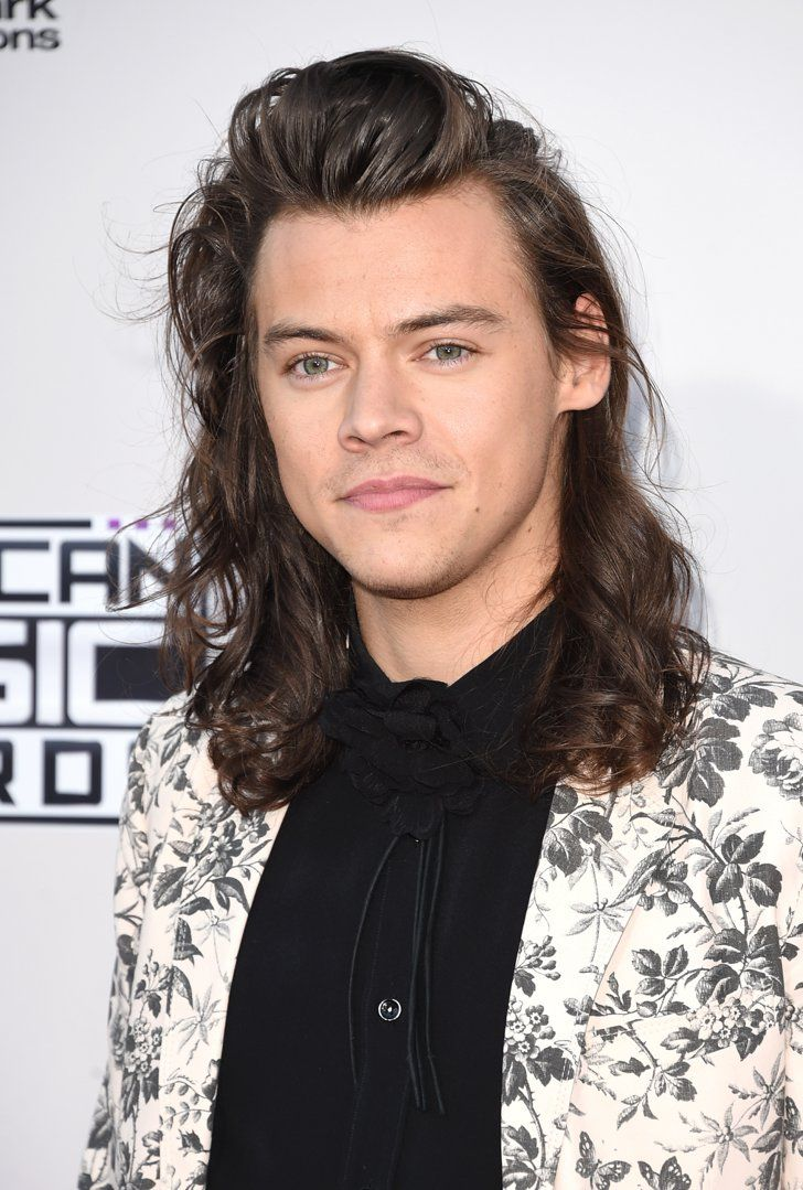 Harry Styles S Hair Flip At The Amas Will Make You Rotfl Harry Styles Hair Harry Styles Pictures Long Hair Styles